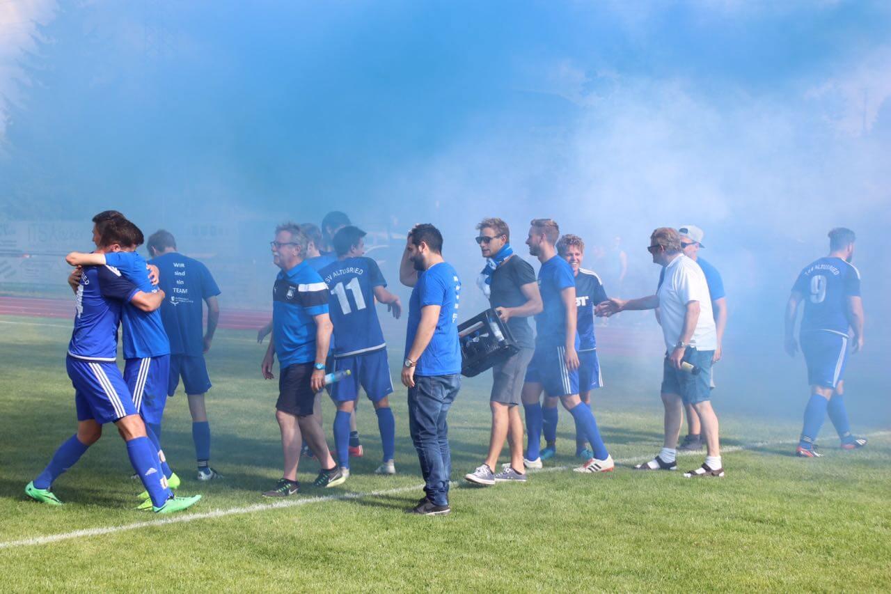 Das Dietmannsrieder-Stadion wurde in blau-weiß getränkt